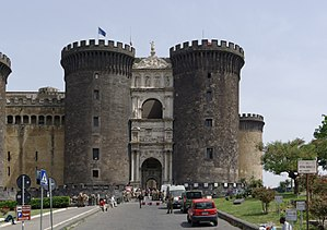 300px-Napoli_Castel_Nuovo_Maschio_Angioino,_a_seat_of_medieval_kings_of_Naples_and_Aragon_2013-05-16_14-05-42