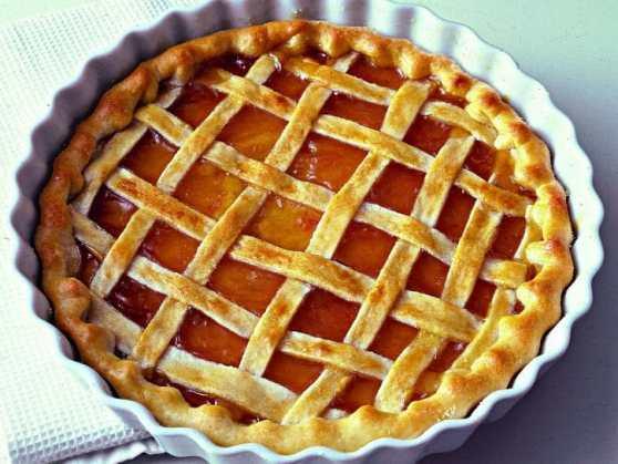 crostata-alla-confettura-di-albicocche-725x545